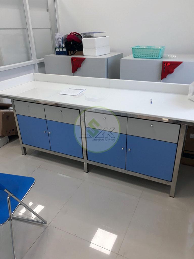 Bàn thí nghiệm khung inox phòng kiểm định Nhà Máy Sữa Bò Tươi Long Thành Lothamilk