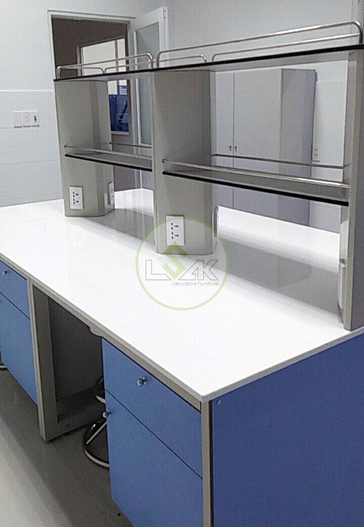 Bàn thí nghiệm trung tâm mặt đá phòng kiểm định Nhà Máy Sữa Bò Tươi Long Thành Lothamilk