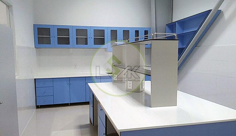 Bàn thí nghiệm trung tâm phòng kiểm định Nhà Máy Sữa Bò Tươi Long Thành Lothamilk