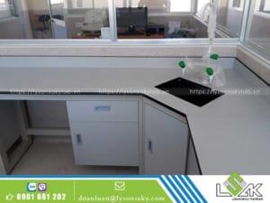 bàn thí nghiệm áp tường có chậu rửa
