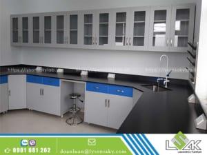 bàn thí nghiệm có chậu rửa