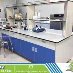 bàn thí nghiệm trung tâm