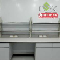 Bàn thí nghiệm áp tường có giá kệ - Laboratory Wall Bench