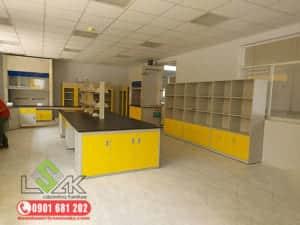 Bàn thí nghiệm trung tâm có giá kệ - Laboratory central bench