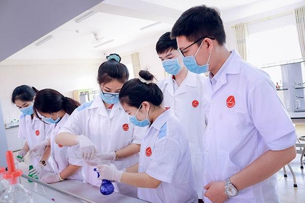 phòng thí nghiệm trường Hoàng Việt
