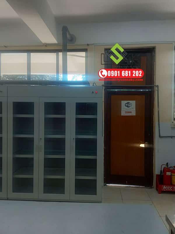 Thi công lắp đặt hệ thống tủ hoá chất có hệ thống hút khí độc cho ĐH Sư Phạm kỹ thuật