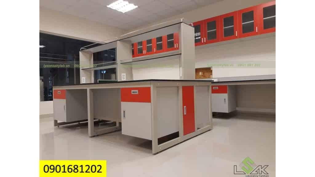 Bàn thí nghiệm trung tâm 2,4m Phòng thí nghiệm Hóa Lý- Nhà máy Sữa bò MD, Trảng Bàng, Tây Ninh