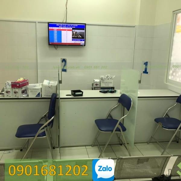 Bàn lấy mẫu máu xét nghiệm