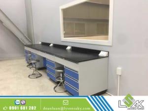 bàn thí nghiệm áp tường mặt bàn phenolic