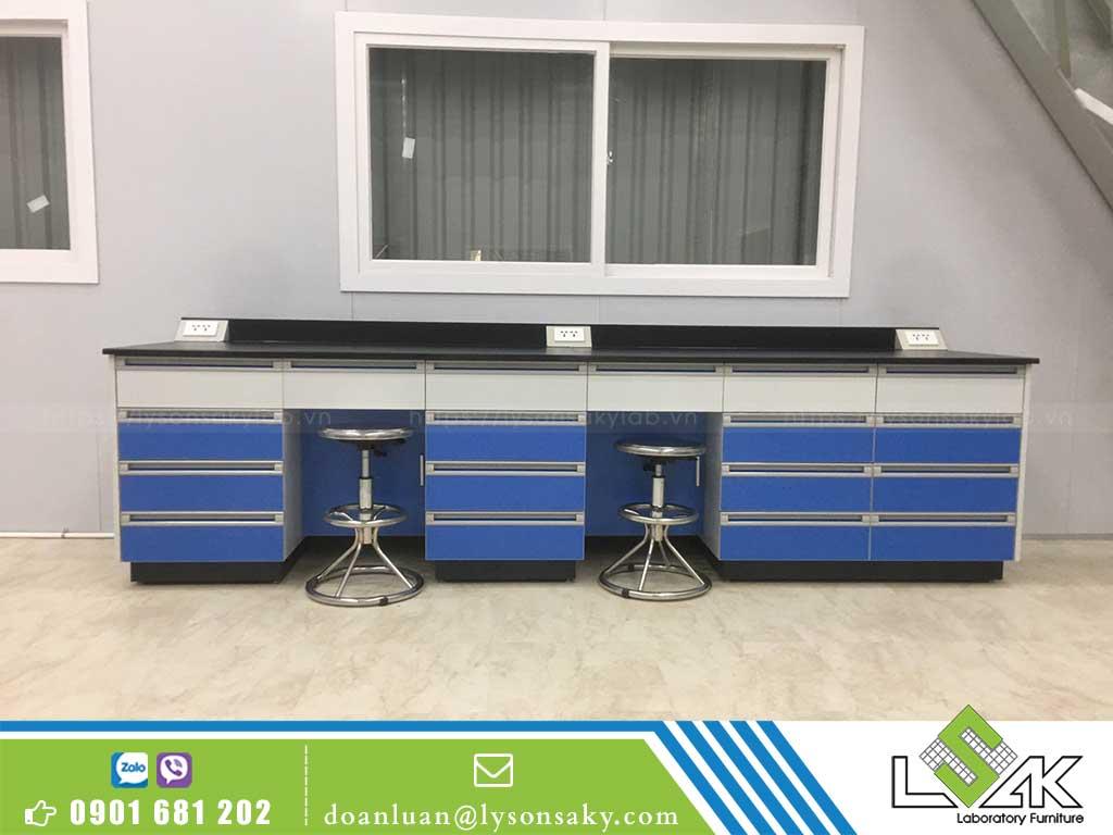 nội thất phòng thí nghiệm bàn thí nghiệm áp tường