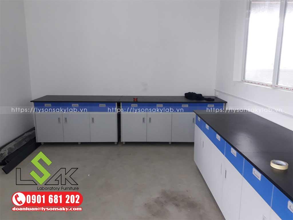 modul bàn thí nghiệm áp tường