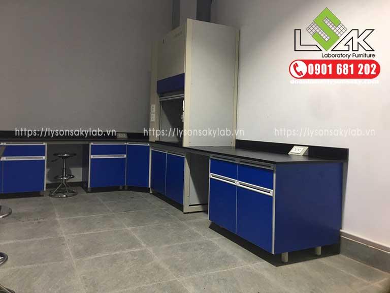 tủ hút khí độc phòng thí nghiệm, bàn thí nghiệm áp tường