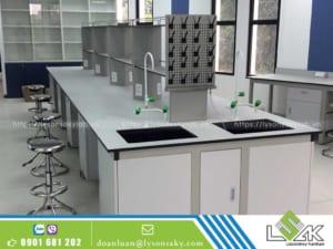 bàn thí nghiệm trung tâm, bàn giao nội thất phòng thí nghiệm công ty Lavifood