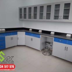 Kệ treo tường phòng thí nghiệm