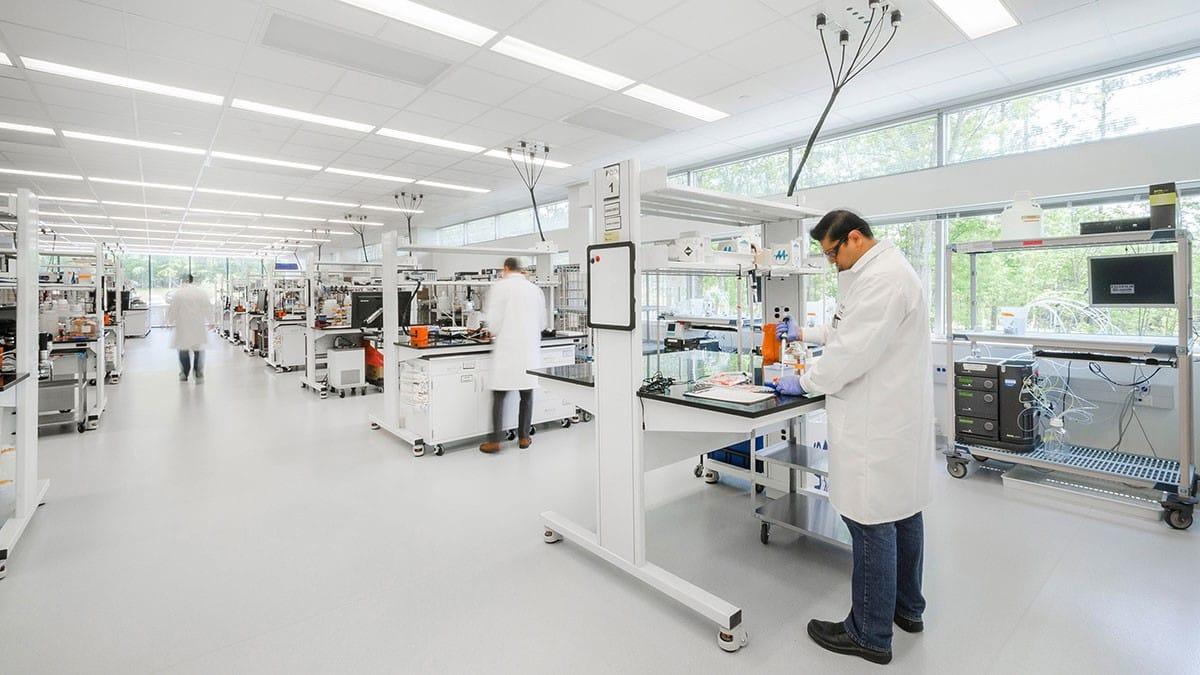 Thiết kế phòng Lab tiêu chuẩn: 5 nguyên tắc ngầm cần biết!