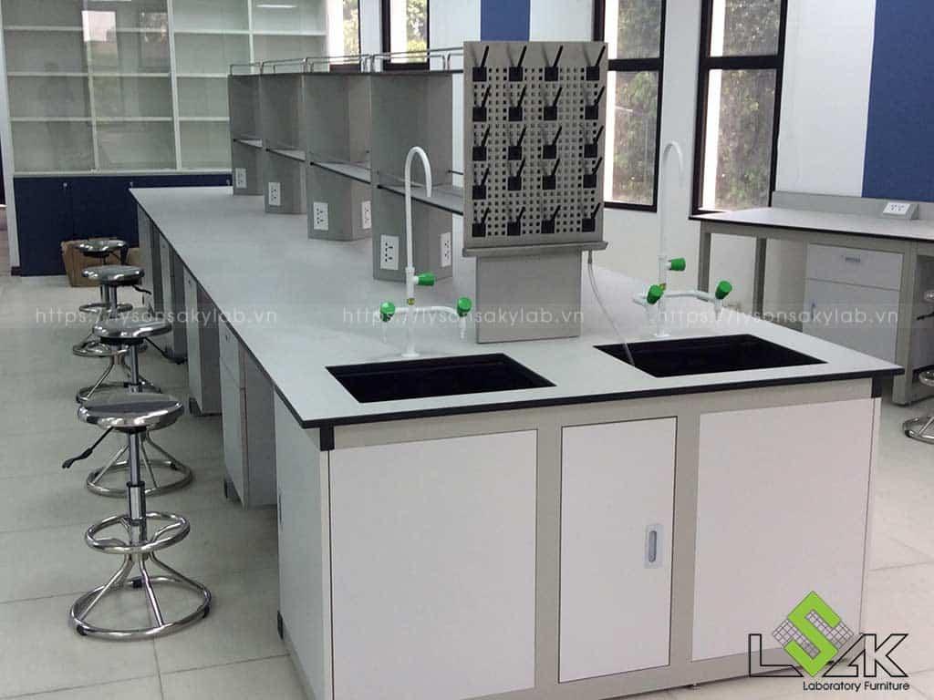 Bàn thí nghiệm trung tâm phòng thí nghiệm công ty Lavifood