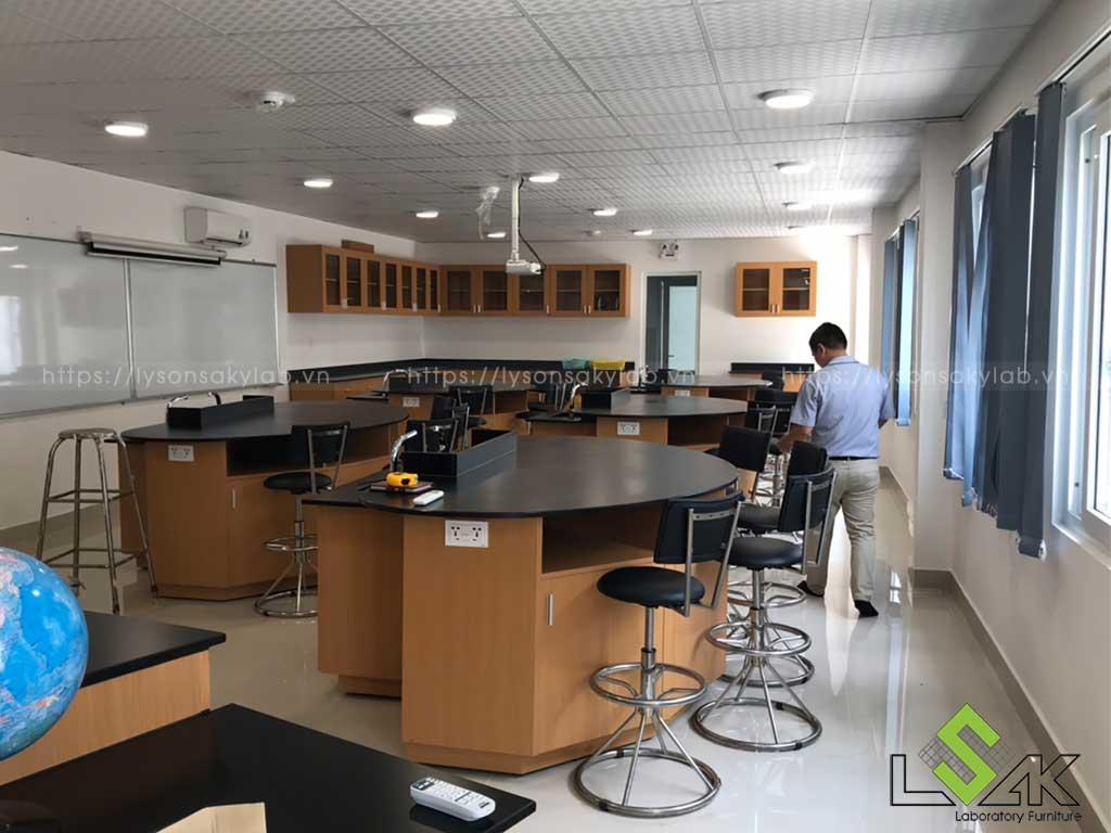 Thiết kế phòng thí nghiệm trường học theo phong cách hiện đại