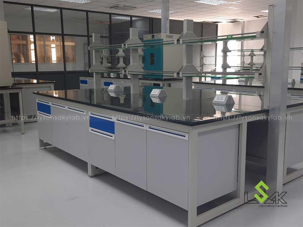 Bàn thí nghiệm trung tâm Công ty Coronet