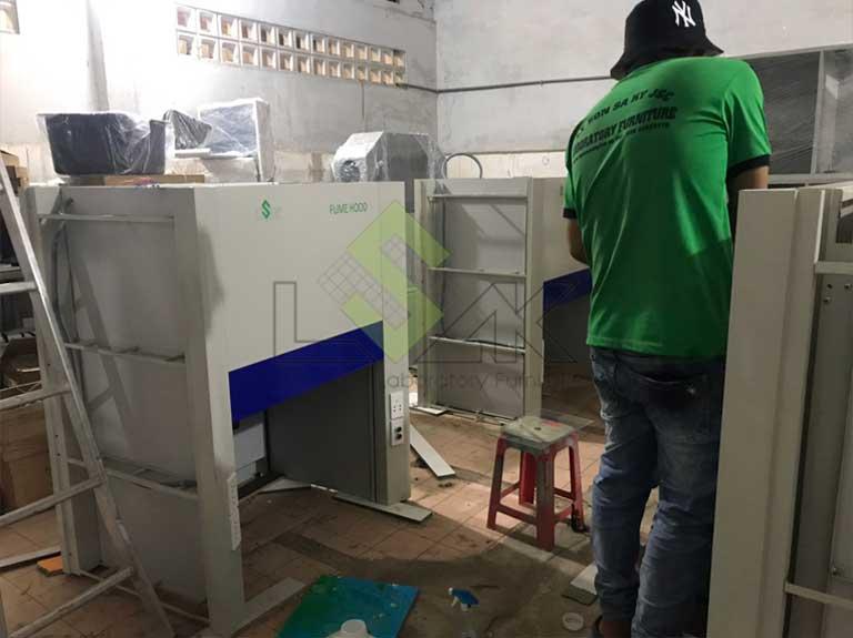 lắp ráp tủ hút khí độc