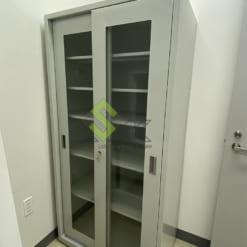 Tủ đựng dụng cụ thiết bị phòng thí nghiệm bằng thép cửa lùa
