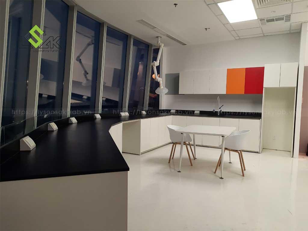 Lý Sơn Sa Kỳ Lab tư vấn thiết kế, lắp đặt nội thất phòng thí nghiệm cho công ty ở quận 2,