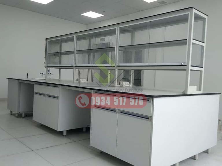 Bàn thí nghiệm trung tâm công ty bột thực phẩm