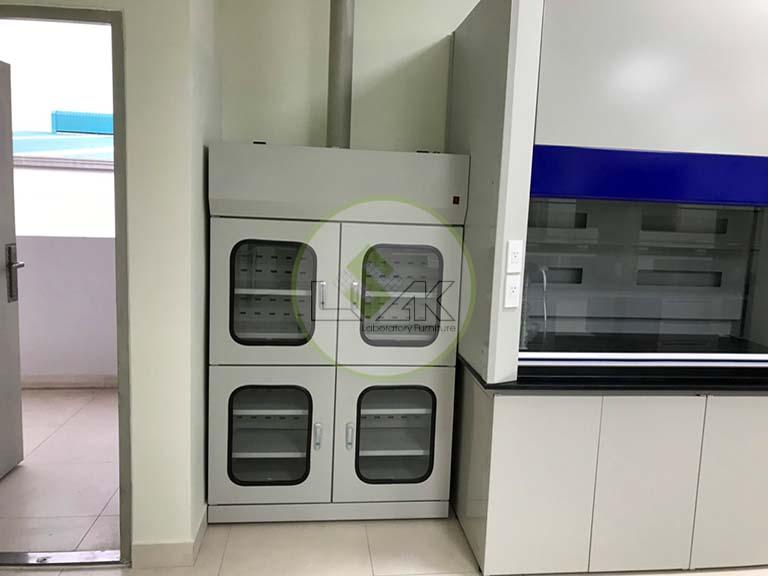 Tủ đựng hóa chất có lọc than hoạt tính phòng thí nghiệm nhà máy sản xuất dầu nhớt Công ty Maxihub
