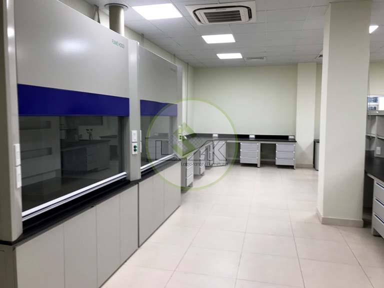 Tủ hút hóa chất phòng thí nghiệm nhà máy sản xuất dầu nhớt Công ty Maxihub