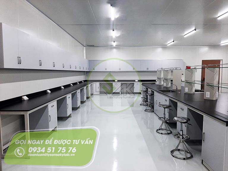 Bàn thí nghiệm áp tường trang trại bò sữa công nghệ cao Vinamilk
