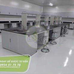 Bàn thí nghiệm trung tâm, ghế xoay inox phòng lab trang trại bò sữa công nghệ cao Vinamilk