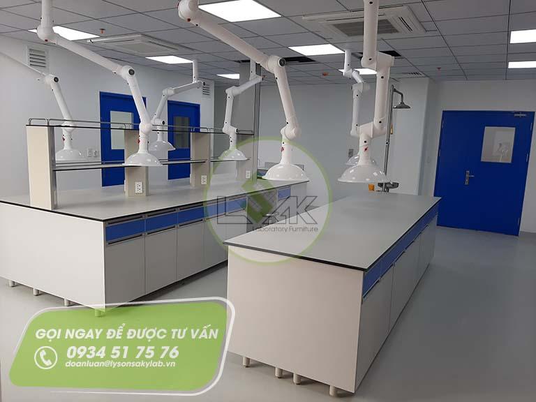Bàn thí nghiệm trung tâm nhà máy sản xuất sơn Công ty AkzoNobel