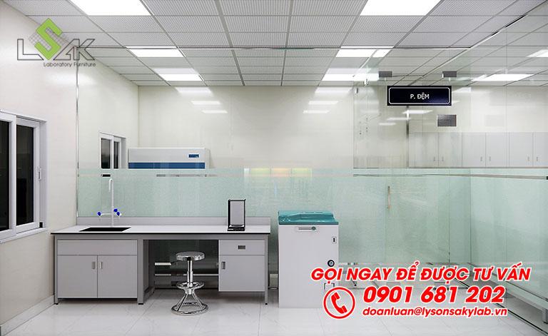 Tủ sấy và bàn thí nghiệm phòng lưu mẫu thiết kế phòng thí nghiệm QA/QC/R&D sản xuất thực phẩm
