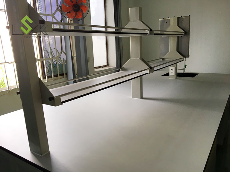 Bàn thí nghiệm trung tâm phòng lab nghiên cứu và phát triển các sản phẩm phụ gia hoá chất xây dựng