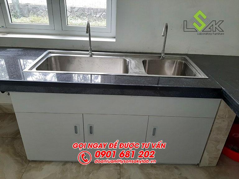 Bàn thí nghiệm có bổn rửa mặt đá granit nội thất phòng thí nghiệm nước hoa Life Essence