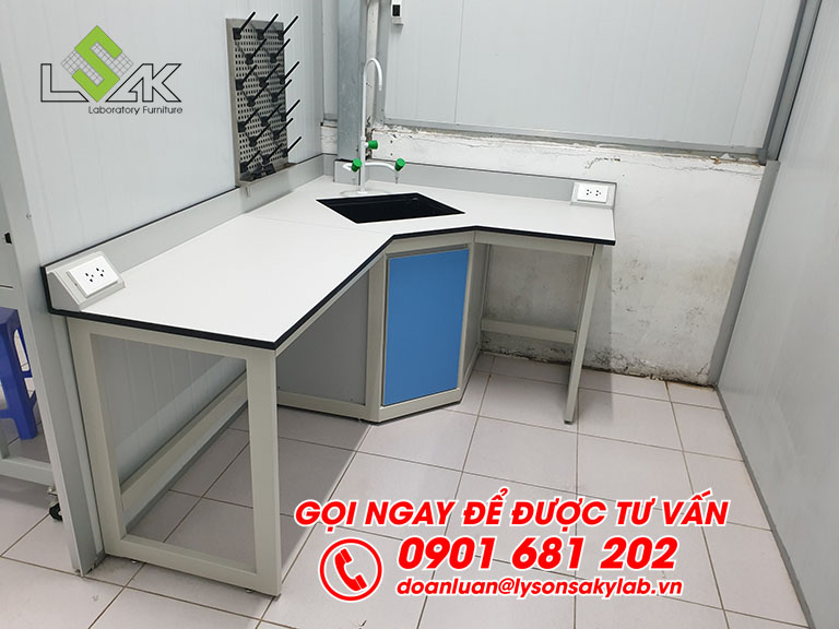 Bàn thí nghiệm áp tường có bổn rửa nội thất phòng thí nghiệm môi trường