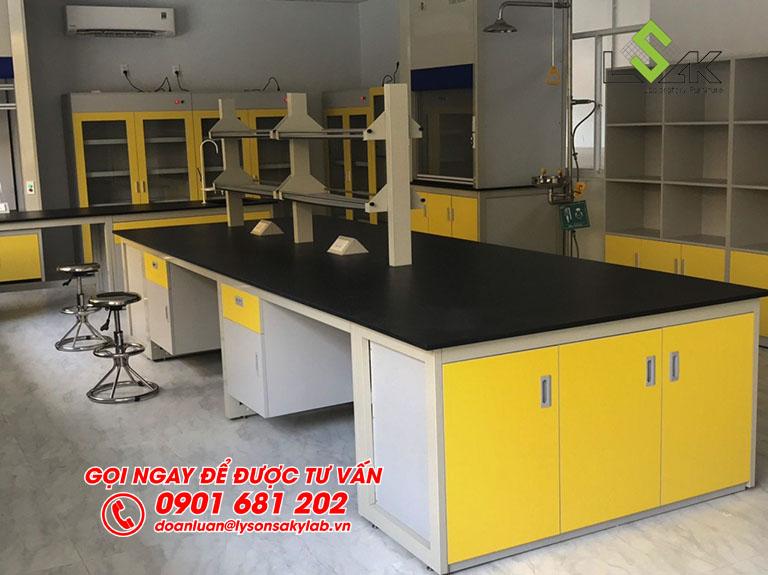 Bàn thí nghiệm phòng lab nhà máy sản xuất keo dán Công ty TNHH Techbond MFG (Việt Nam)