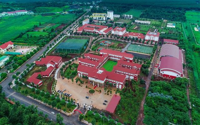 Trường Tiểu học, THCS &THPT Hoàng Việt (Trường Hoàng Việt) tọa lạc tại TP. Buôn Ma Thuột (tỉnh Đắk Lắk)