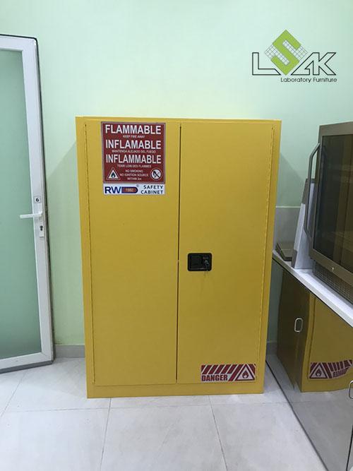 Tủ đựng hóa chất chống cháy lắp đặt tại phòng lab Công Ty Cổ Phần Dầu Thực Vật Tân Bình