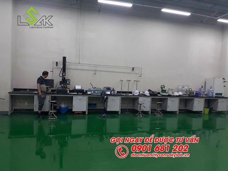 Bàn thí nghiệm đặt máy nội thất phòng QC nhà máy Kolon Industries Việt Nam