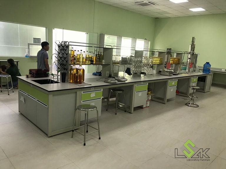 Bàn thí nghiệm trung tâm có kệ phòng thí nghiệm công ty cổ phần dầu thực vật Tân Bình