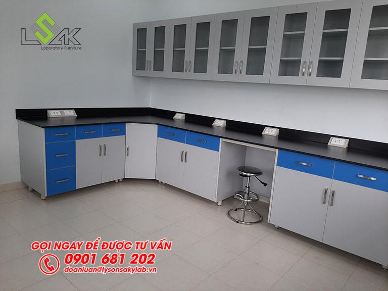 Tủ treo tường nội thất phòng lab Trang trại bò sữa Vinamilk Tây Ninh