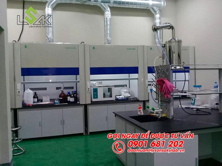 Tủ hút hóa chất phòng thí nghiệm nội thất phòng QC nhà máy Kolon Industries Việt Nam