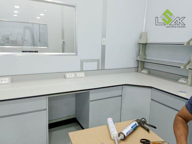 Bàn thí nghiệm nội thất phòng lab R&D mỹ phẩm Ifree Beauty