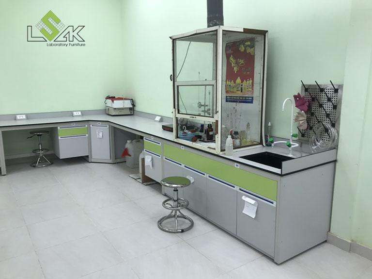 Bàn thí nghiệm áp tường phòng lab Công Ty Cổ Phần Dầu Thực Vật Tân Bình