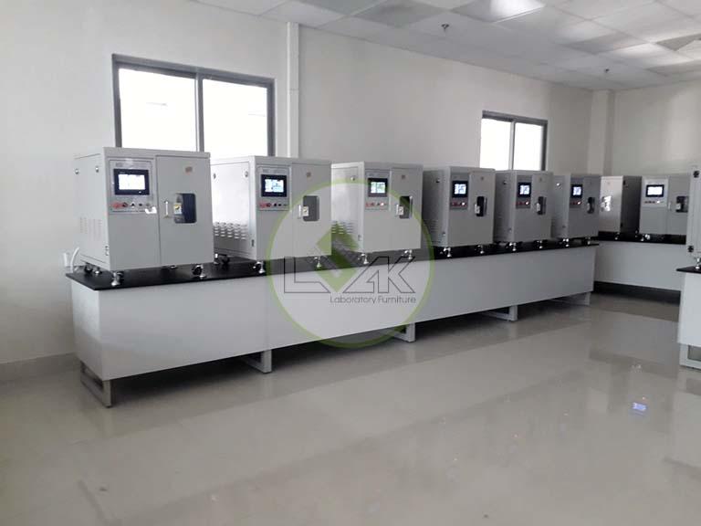 Bàn đặt thiết bị thí nghiệm, bàn đặt máy nhuộm mẫu được lựa chọn nhiều nhất