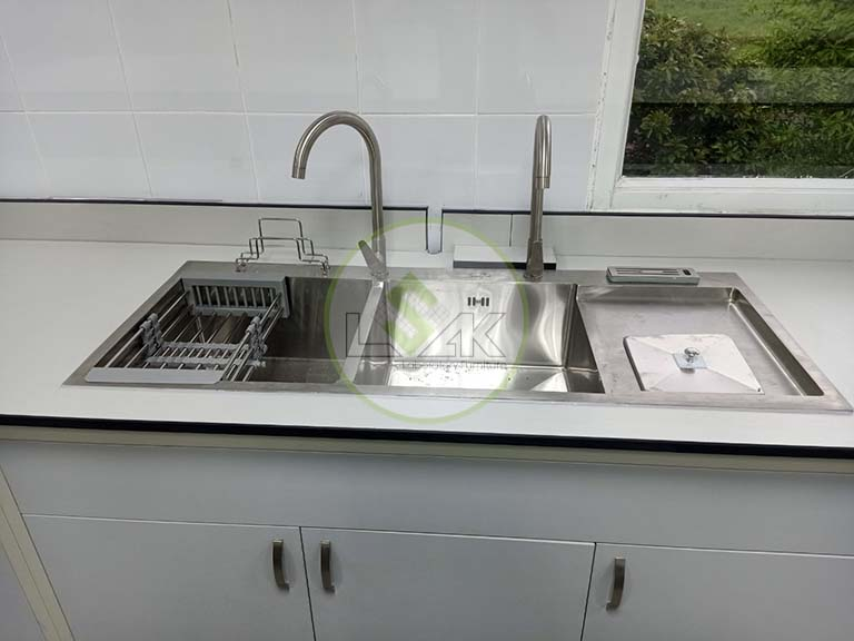 Bàn thí nghiệm có bồn rửa được lựa chọn nhiều nhất